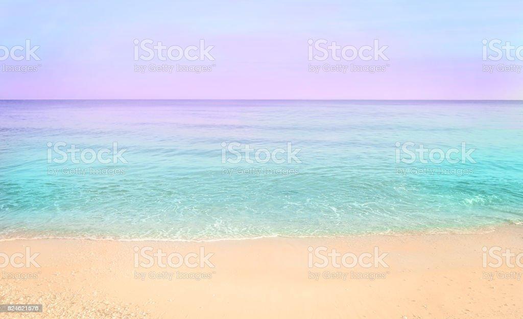 Nascer do sol praia de mar colorido. - foto de acervo