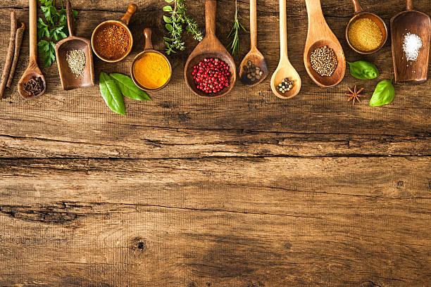 colorato di spezie sul tavolo di legno - ingrediente foto e immagini stock