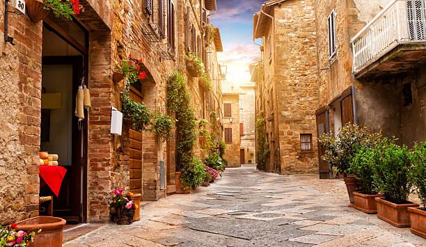 Bunte Straße in Pienza, Toskana, Italien – Foto