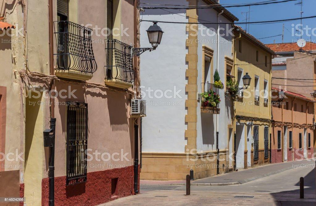 Colorful rue dans la vieille ville d'Almansa, Espagne - Photo