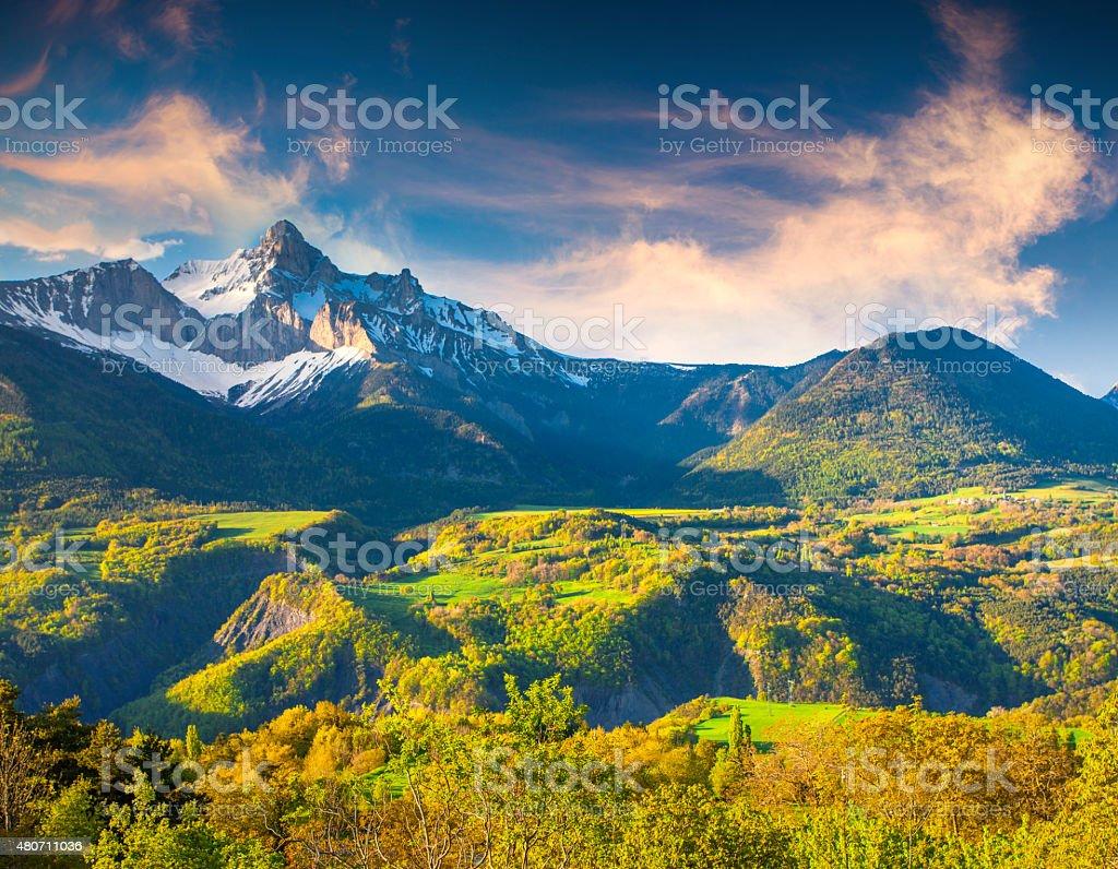 Bunte Sommer Morgen in den französischen Alpen – Foto