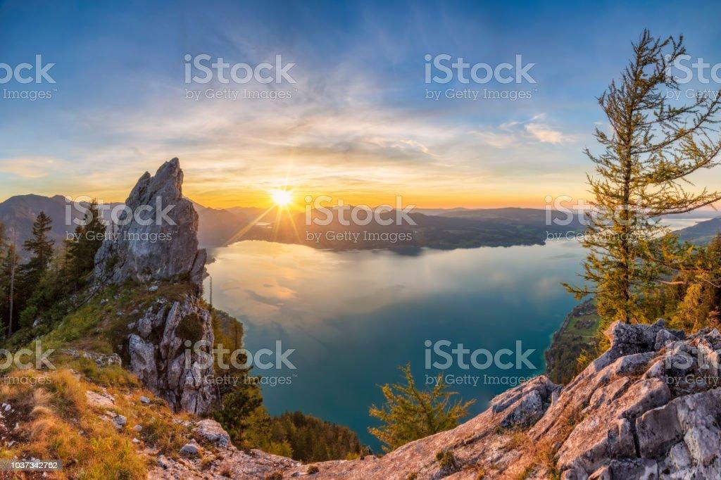 Bunte Sommer Sonnenuntergang mit Blick auf den Attersee von Schober - Sonnenuntergang am Mount Schoberstein, Alpen – Foto