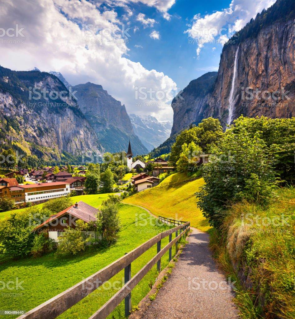 Colorful summer view of Lauterbrunnen village. – Foto
