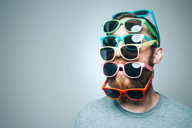 Óculos de sol colorido retrato - foto de acervo