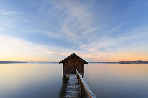 Farbenfrohen Sonnenaufgang am Lake Ammersee – Foto