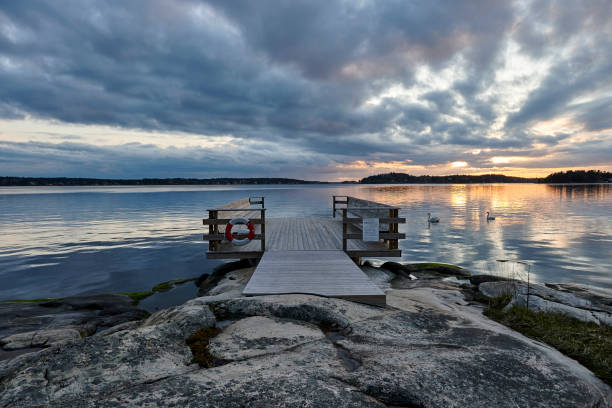 Colorida puesta de sol en un muelle de la ciudad de Estocolmo - foto de stock