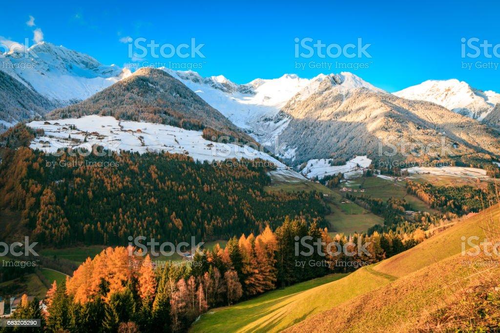 七彩的晚霞,在 Valle Aurina 免版稅 stock photo