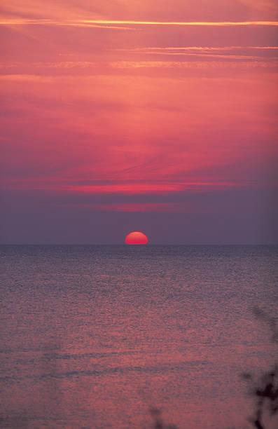 Farbenfrohen Sonnenuntergang über der Ostsee – Foto