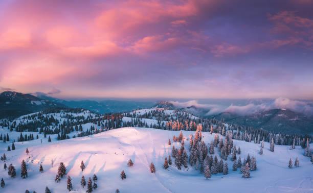 atardecer colorido - invierno fotografías e imágenes de stock