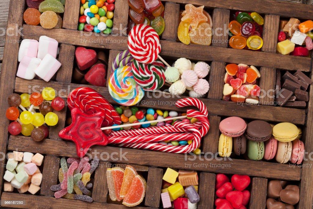 Färgglada sötsaker box - Royaltyfri Barndom Bildbanksbilder