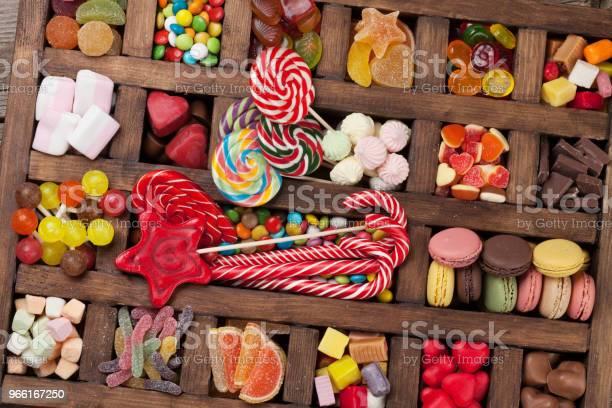 Färgglada Sötsaker Box-foton och fler bilder på Barndom