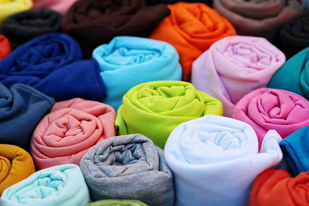 bunte t-shirt backgorund, roll - dresses online shop stock-fotos und bilder