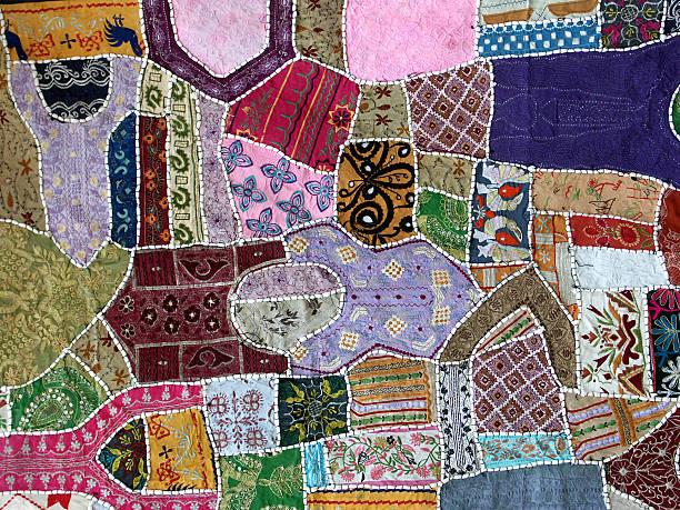 farbenfrohe textilien, handgefertigten in rajasthan, indien. - patchworkstoffe stock-fotos und bilder