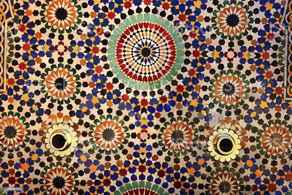 Piastrelle colorate su fountain il mausoleo di mohammed v rabat