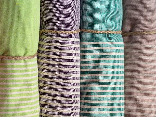 bunte handtücher - sauna textilien stock-fotos und bilder