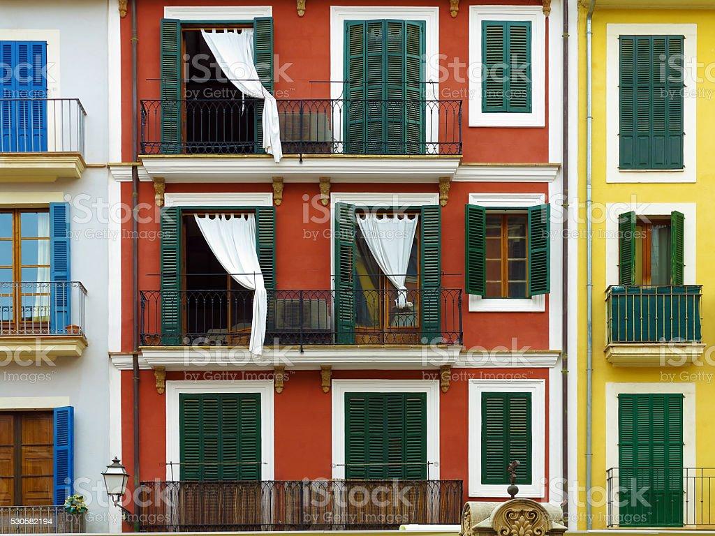 Façades de maisons colorées en vue de face - Photo