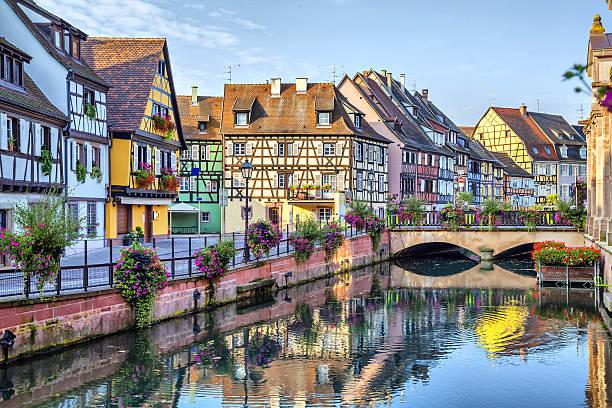 Farbenfrohe traditionelle französische Häuser in Colmar – Foto