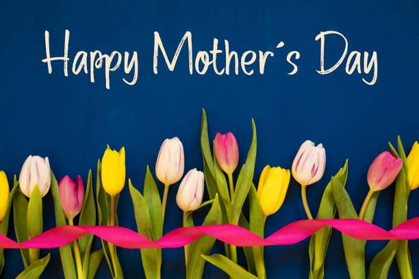 Bunte Tulpe, Text glücklich Mütter Tag, Band, blauer Hintergrund – Foto
