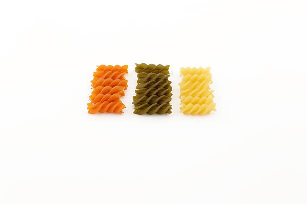 colorful uncooked noodles - kochen mit oliver stock-fotos und bilder