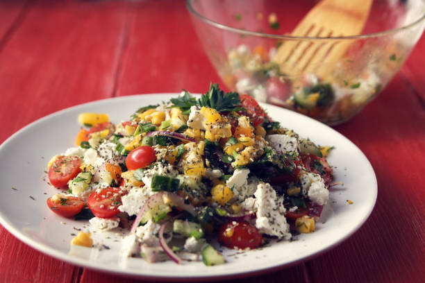 Bunte Gemüsemischung. Einfach wenig Kalorien Salat. – Foto