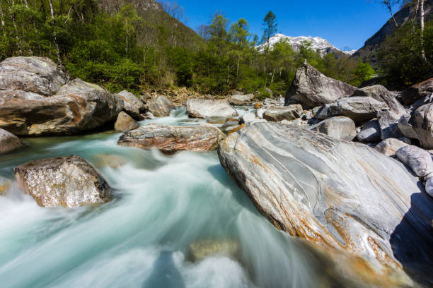colorful Verzasca river in Ticino in Switzerland in spring, blue sky – Foto