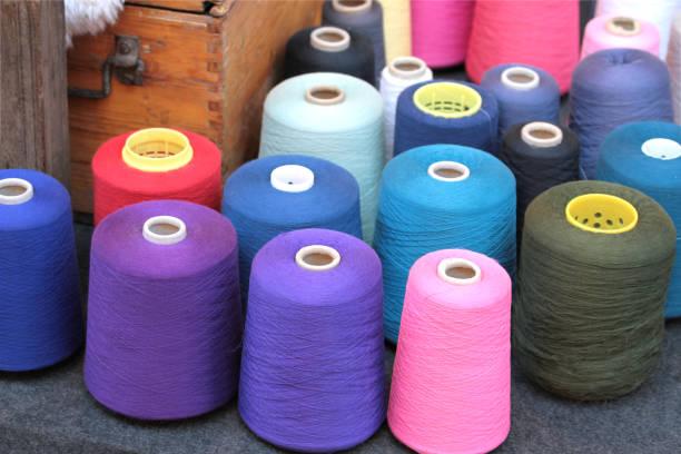 bunte weberei garne - teppich baumwolle stock-fotos und bilder