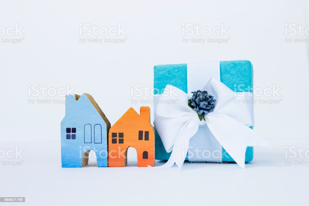 Colorful wooden miniature house and gift box royalty-free 스톡 사진