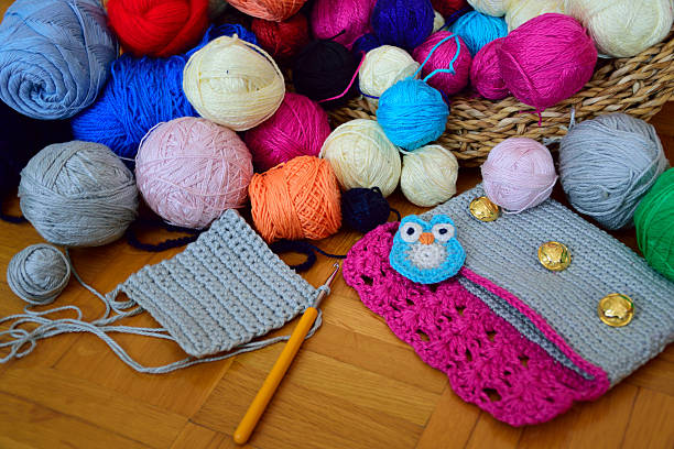 colorful yarn balls in a basket, with crochet supplies - handtasche eule stock-fotos und bilder