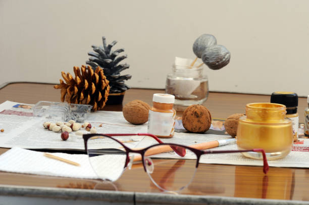 färbung von weihnachtsspielzeug aus natürlichen materialien und gegenständen - weihnachtsbilder zum ausmalen stock-fotos und bilder