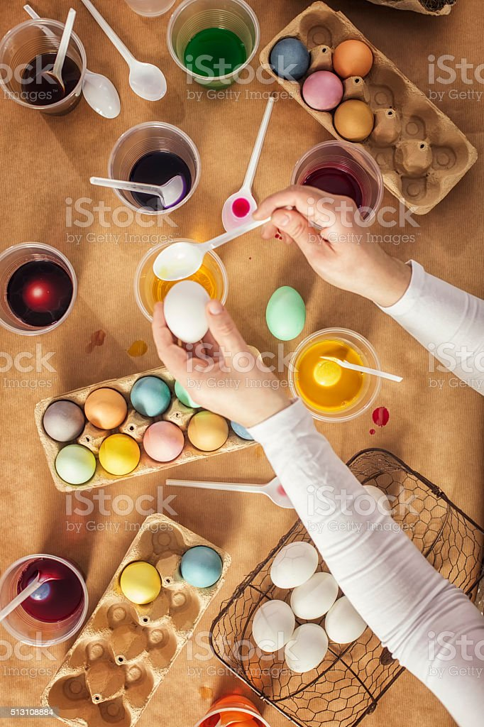 Coloring Easter eggs with a natural dye. Receipe for homemade dye -...