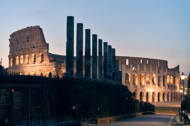 colosseum at dawn - roma foto e immagini stock