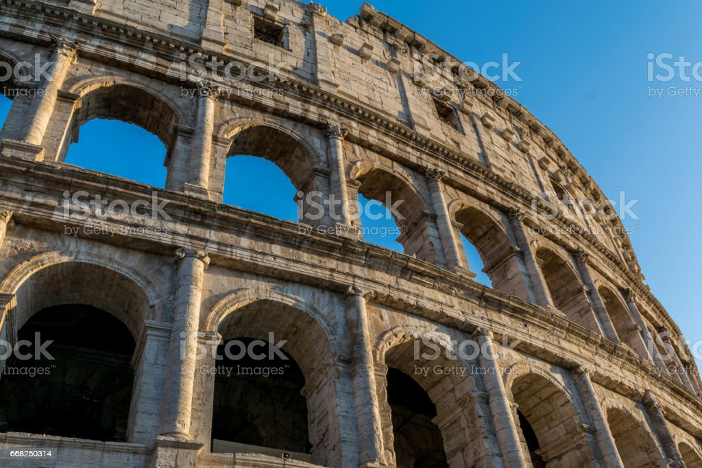 Colosseum close up blue sky foto stock royalty-free