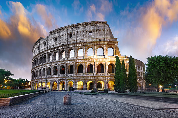 colosseum in rome at dusk, italy - 이탈리아 뉴스 사진 이미지