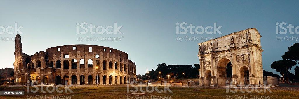 Colosseum Rome night - foto de acervo