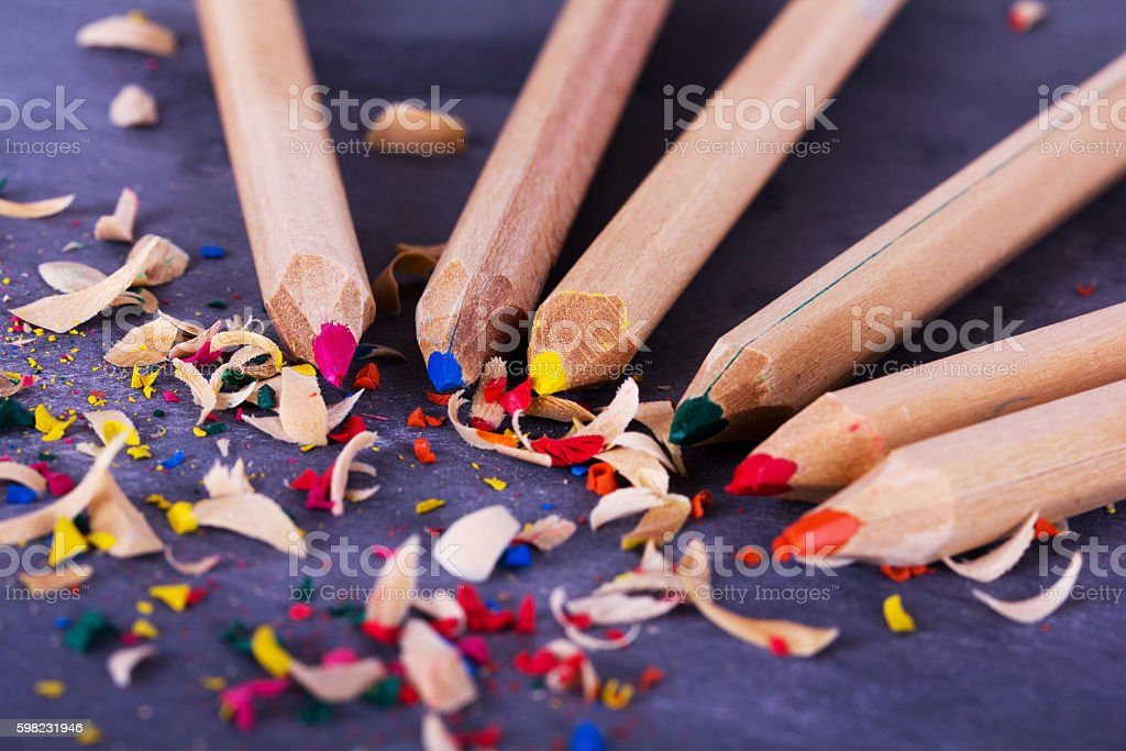 Coloured pencils and shavings against a black background foto royalty-free