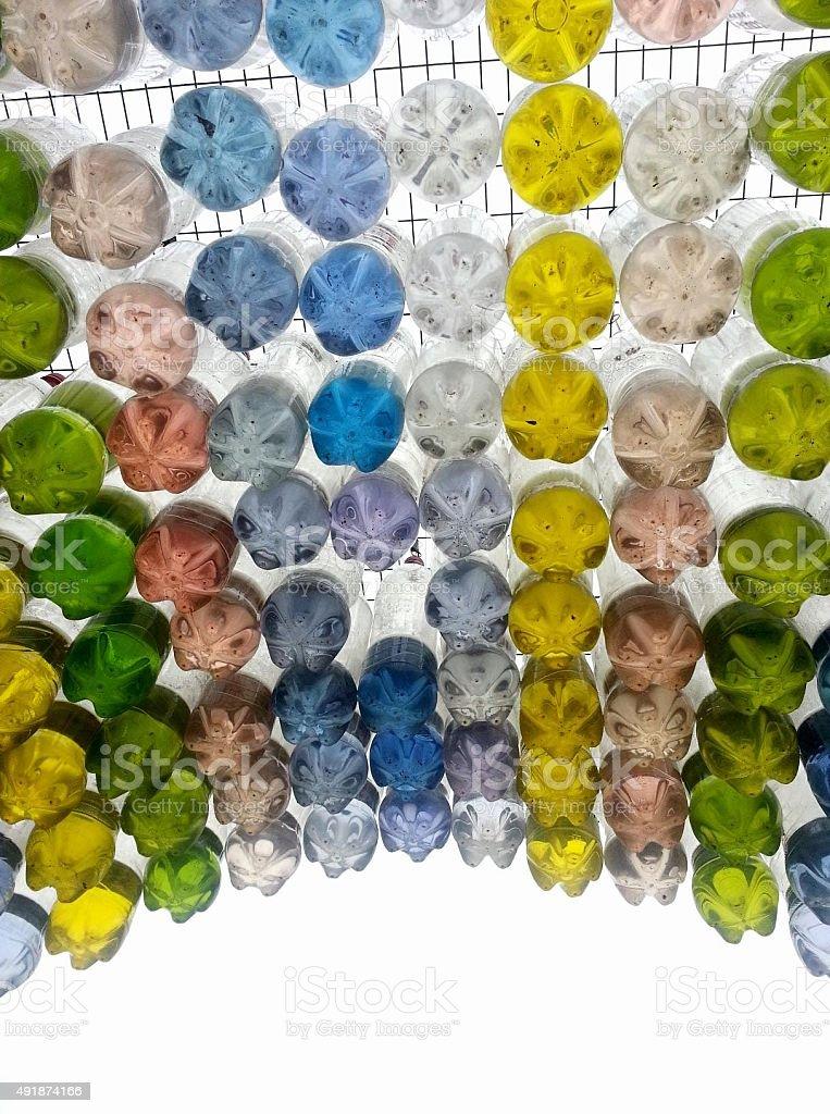 Farbiges Wasser in Flaschen – Foto