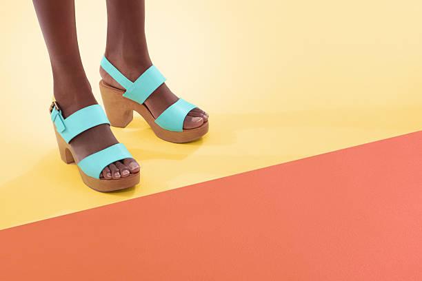 coloridas e calçados - moda de calçados - fotografias e filmes do acervo