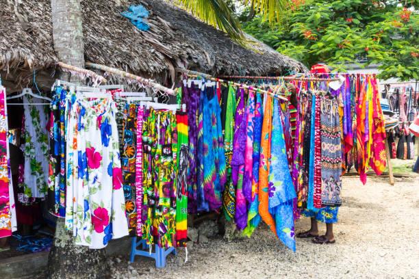 Bunte Kleidung und Stoffe – Foto