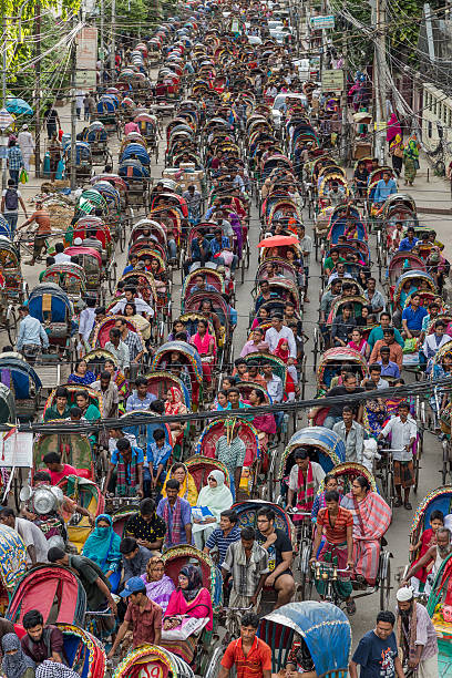 Colourful cycle rickshaw traffic at a standstill in Dhaka, Bangladesh – Foto