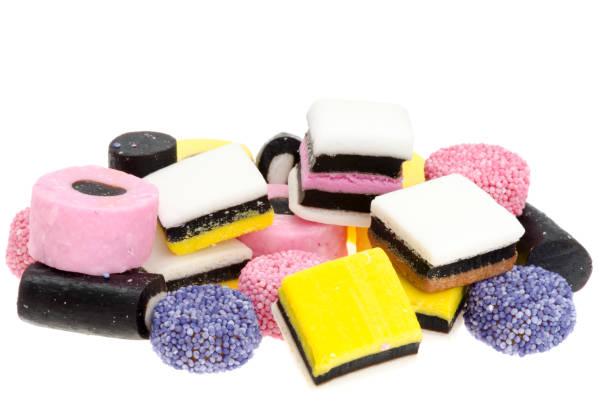 caramelle colorate di liquirizia - liquirizia foto e immagini stock