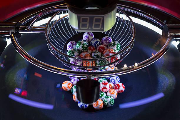 Colourful lottery balls in a lotto machine圖像檔
