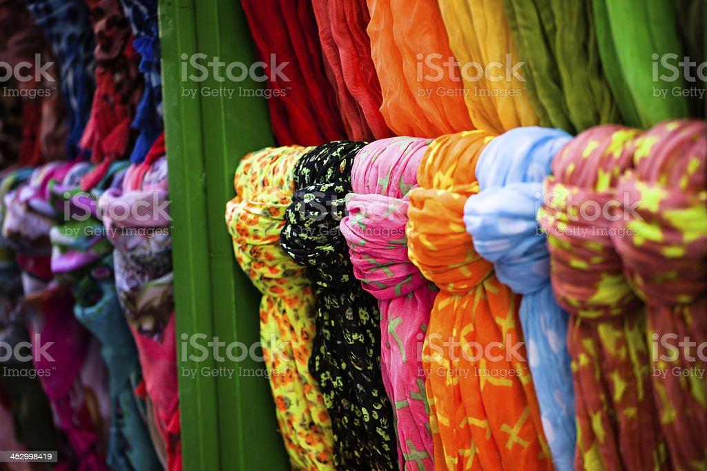 styles divers nouvelles variétés outlet à vendre Photo libre de droit de Écharpes En Soie Colorées De ...