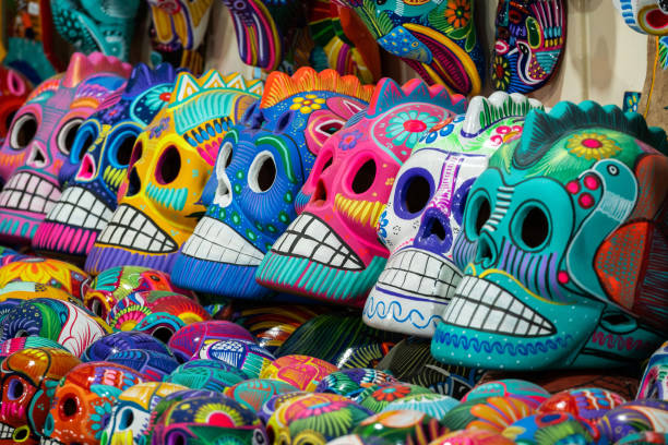 Bunte Schädel bei Street Market, San Miguel de Allende, Mexiko, Tag der Toten Konzept – Foto