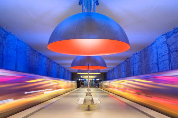 färgglada tunnelbanestation i münchen tyskland - munich train station bildbanksfoton och bilder