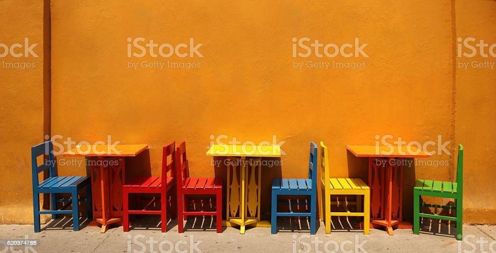 Colourful table & chairs, Cartagena, Colombia. zbiór zdjęć royalty-free