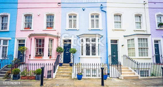 istock Colourful terraced houses in Chelsea, London 1212762974