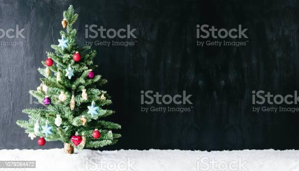 Colourful tree ball ornamen copy space snow picture id1079264472?b=1&k=6&m=1079264472&s=612x612&h=5gzeb0zclvzfl9yzajuixpg oxdhwvlsjmy6o lgowk=