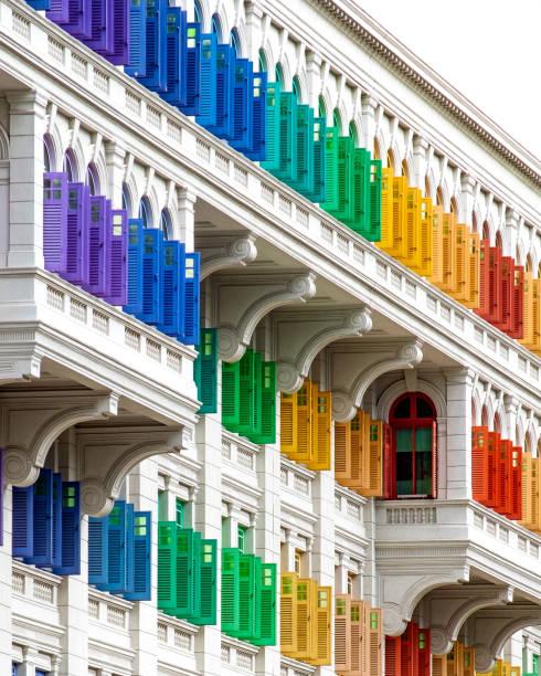 colourful window shutters of the old building. - łupek łyszczykowy zdjęcia i obrazy z banku zdjęć