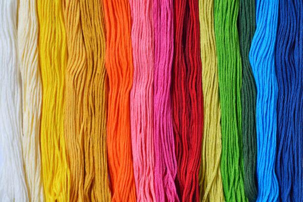 colourfull hilos para la costura o el bordado - ovillos de lana fotografías e imágenes de stock