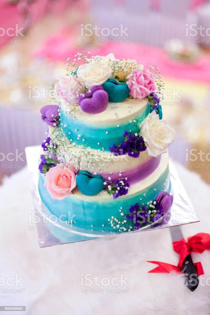 Farbigen Hochzeitstorte für Solemization Veranstaltung. – Foto
